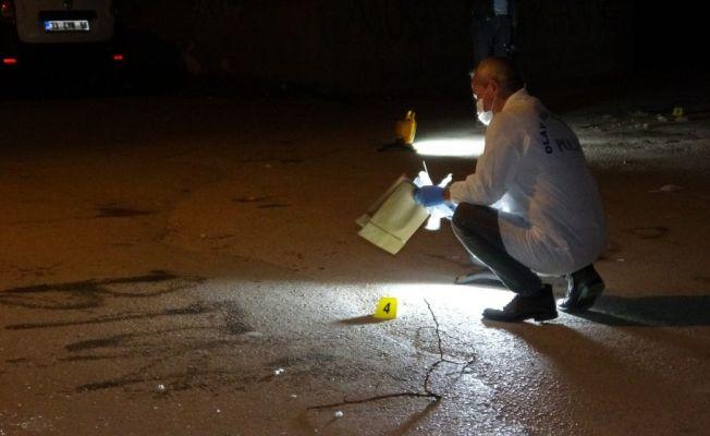 Adana'da bıçaklı saldırı: 1'i ağır 2 yaralı