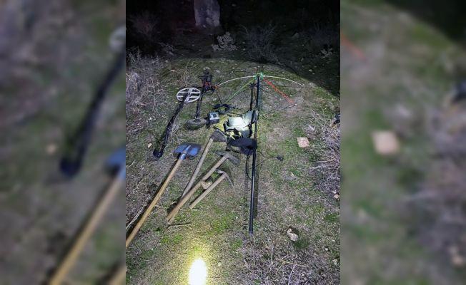 Anavarza Antik Kenti'nde kaçak kazı yapan 4 kişi yakalandı