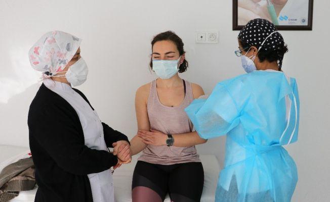 """Bilim Kurulu Üyesi Taşova: """"2 farklı aşı vurulmaya gerek yok"""""""