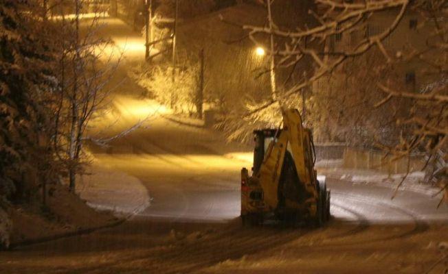 Pozantı'da karla mücadele çalışmaları