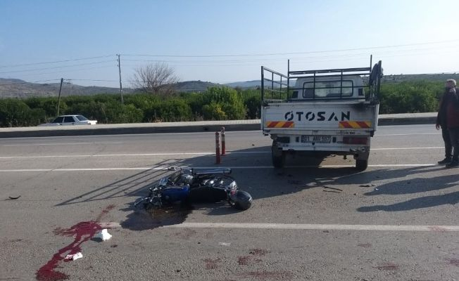 Ticari araçla çarpışan motosikletin sürücüsü hayatını kaybetti