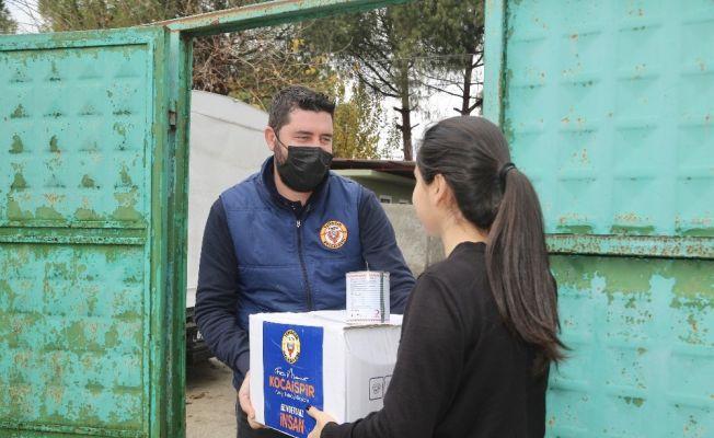 Yüreğir Belediyesi 70 bin gıda kolisi dağıttı