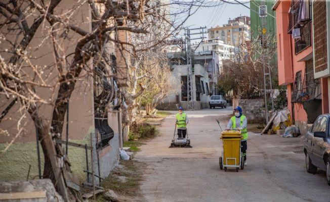 Kadınlar mahallelerini kendileri temizliyor