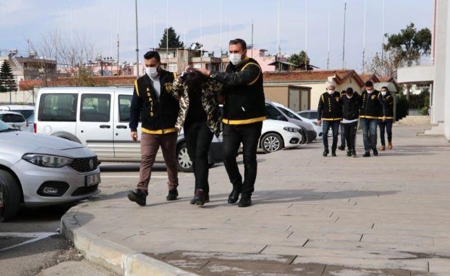 Market ve araçlardan hırsızlık yapan iki zanlı tutuklandı