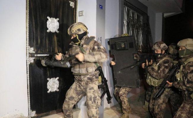 Sosyal medyada uyuşturucu maddeyi özendiren kişilere operasyon: 12 gözaltı