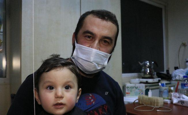 Suriyeli bebeği ölümden polis kurtardı