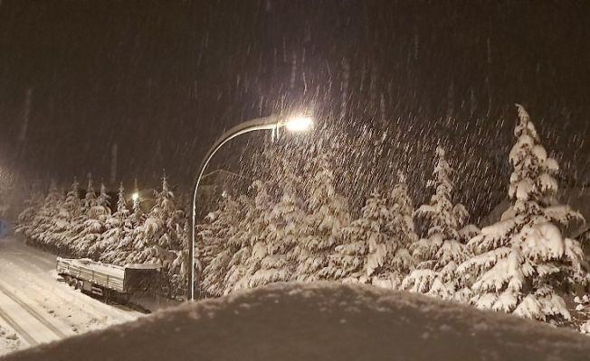 Tufanbeyli'de kar ve tipi etkili oluyor