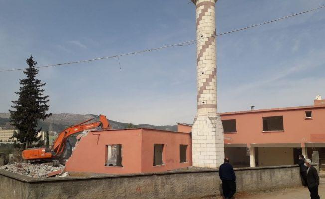 40 yıllık cami yenilenmek üzere yıkıldı
