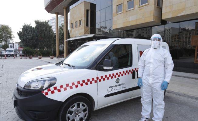 """Adana'da 65 yaş üstü için """"aşı taksi"""""""