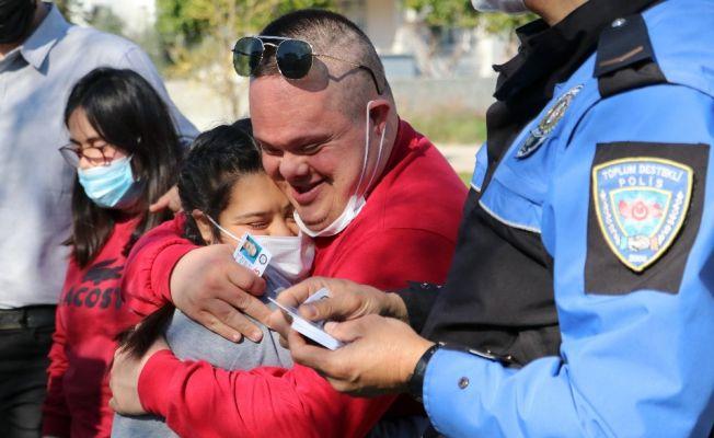 Adana'da engelli çocuklara polis kimliği