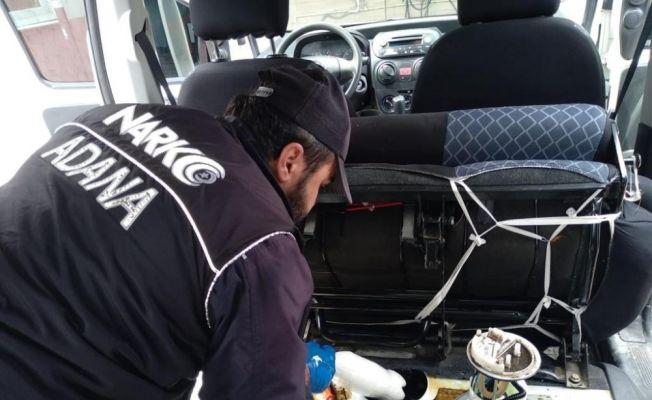 Aracın yakıt deposundan 5 kilo metamfetamin çıktı