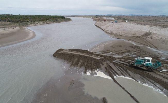 Atıkla kirlenen Karataş sahilleri drone ile görüntülendi