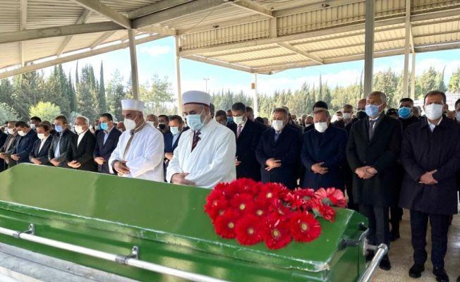 Başkan Akay'ın eşi son yolculuğuna uğurlandı