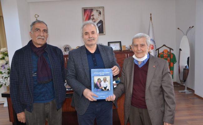 """Prof. Dr. Saygılı, """"Güzellikler Dolu 42 Yıl"""" kitabı ile gençlere hoşgörüyü anlattı"""