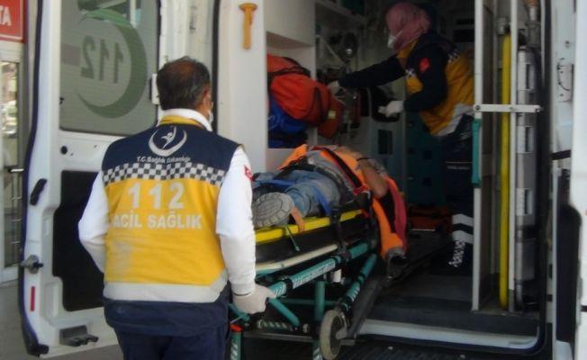 Üçüncü kattan asansör boşluğuna düşen işçi yaralandı