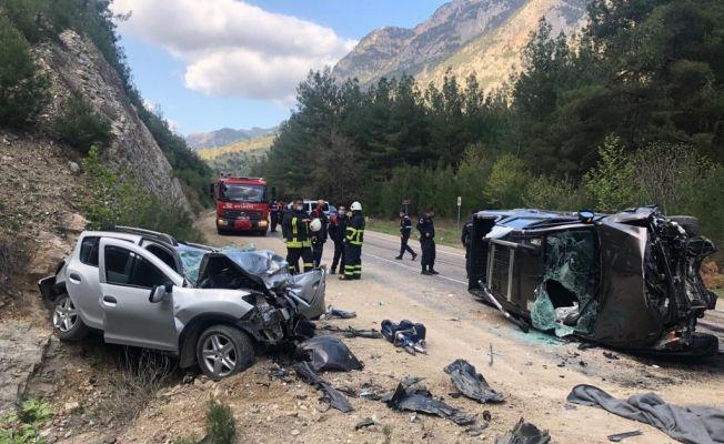 Adana'da feci kaza: 3 ölü, 3 yaralı
