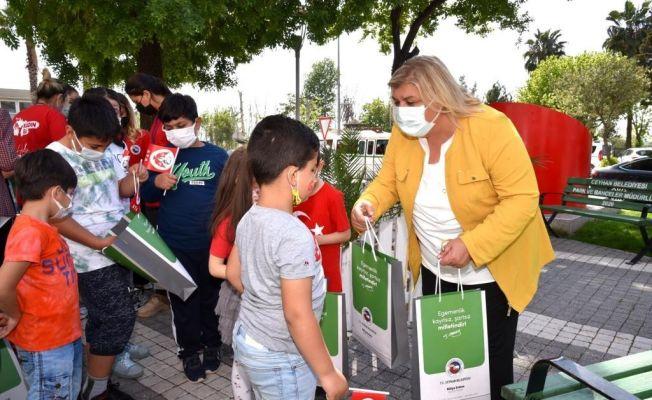 Başkan Erdem makamı çocuklara teslim etti
