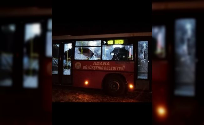 Belediye otobüsüne taşlı sopalı saldırı: 3 yaralı
