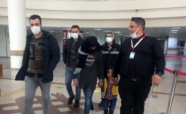 İki çocuğunu hastanede bırakıp kaçtı