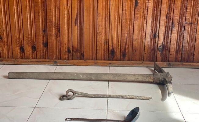 Oturma odasındaki kaçak kazıya 2 gözaltı