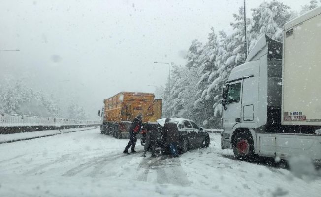 Ankara - Adana otoyolu trafiğe kapandı