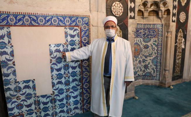 Tarihi Ulu Cami, çalınan çinilerini bekliyor