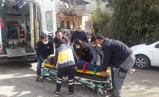 Tır ile otomobilin arasında kalan bisikletli yaralandı
