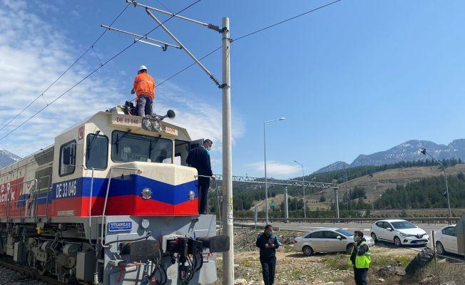 Tren kazası bölgesinde enkaz kaldırma ve onarım çalışmaları başladı
