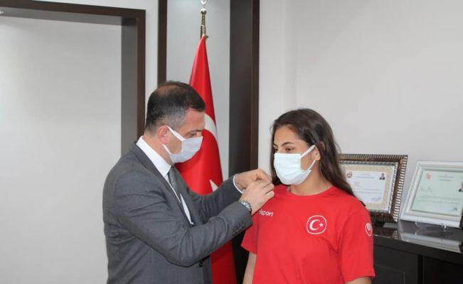 Türkiye Şampiyonu Sarı, Kaymakam Gürçam tarafından ödüllendirildi