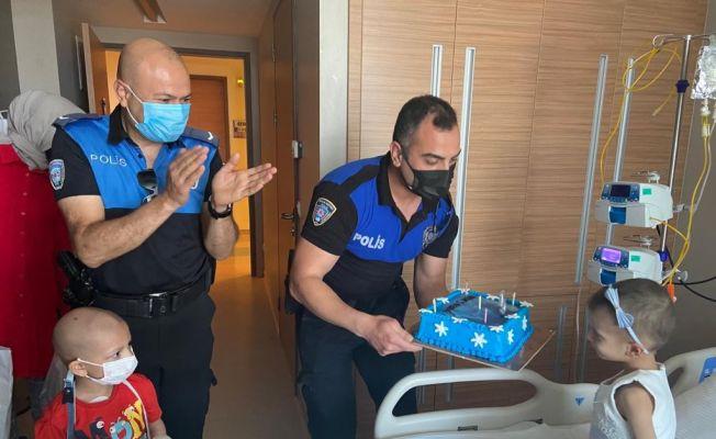 Lösemili Miray'a hasta yatağında doğum günü sürprizi