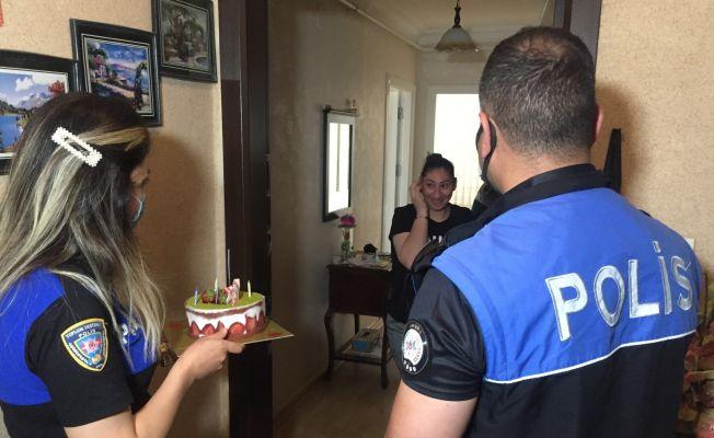 Polis Senanur'un hem annesi hem babası olup doğum gününü kutladı