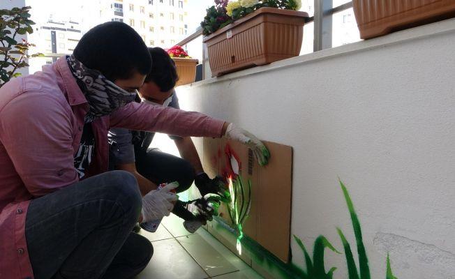 Tam kapanma evlere sokak sanatını taşıdı