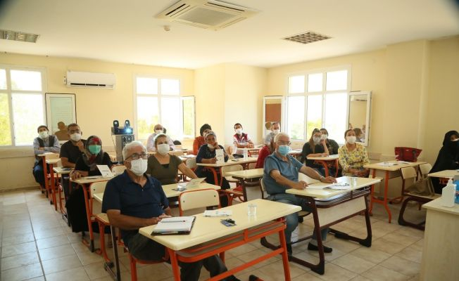 Yüreğir Belediyesi'nden çiftçilere arıcılık kursu