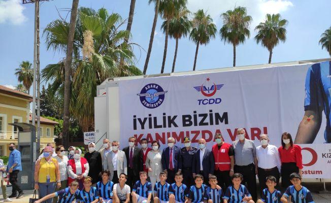 Adana'da gönüllü kan bağışçıları buluştu