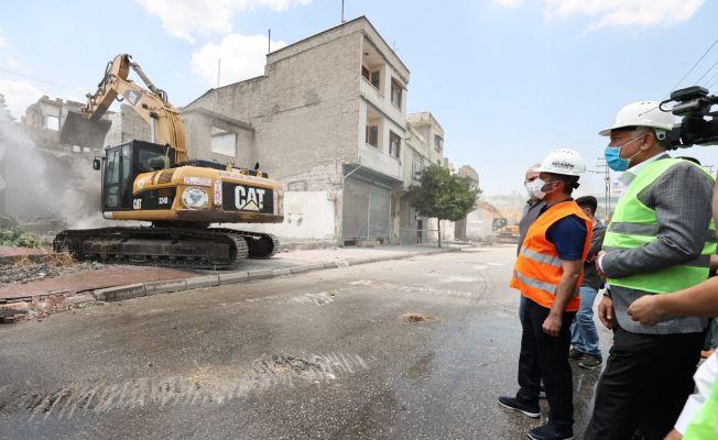 Adana'da tarihi yıkım başladı