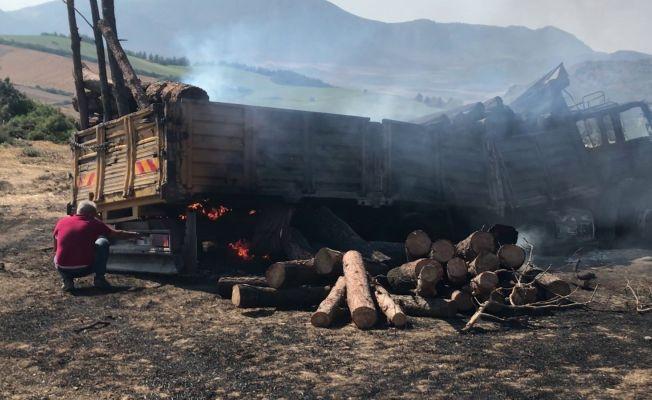 Ceyhan'da odun yüklü kamyon alev aldı