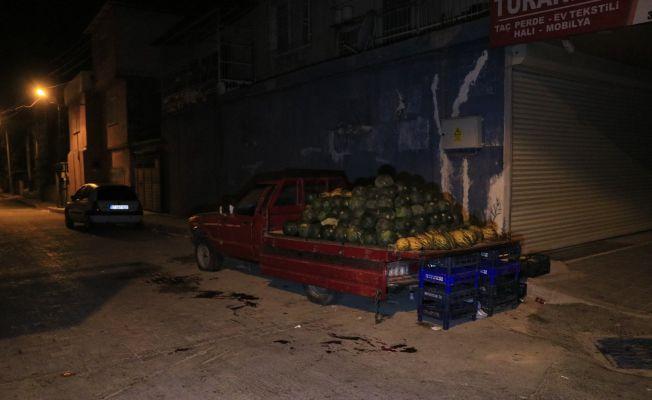 Karpuz sattığı sırada silahlı saldırıya uğrayan genç ağır yaralandı