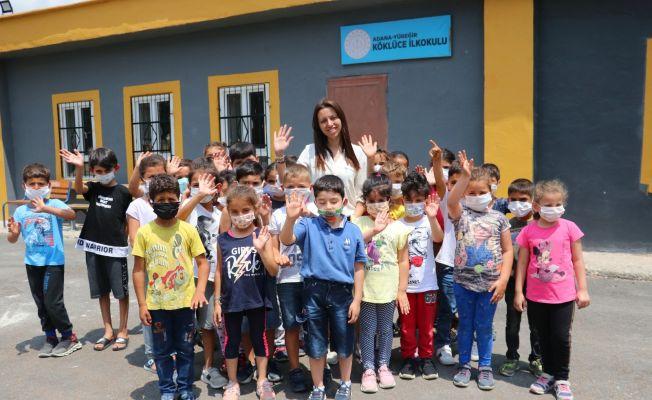 Okul müdiresi harabe köy okulunu cennete çevirdi