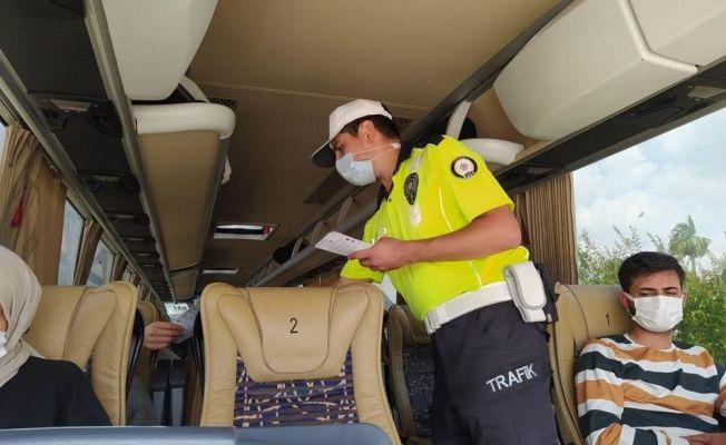 Trafik polislerinden korona ve kaza uyarısı