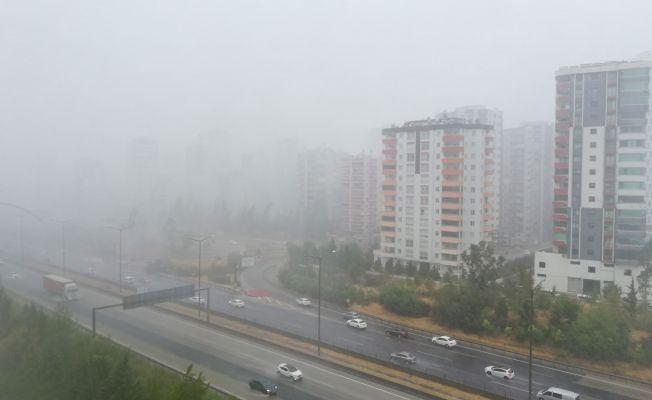 Adana'da şiddetli yağmur hayatı olumsuz etkiledi