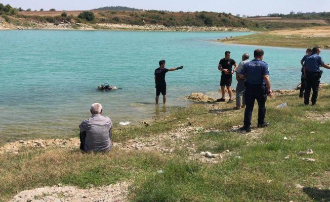 Ailesiyle piknik yaparken göle giren küçük çocuk boğuldu