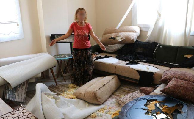 Ayrılmak isteyen eşini süpürge sapıyla dövdü