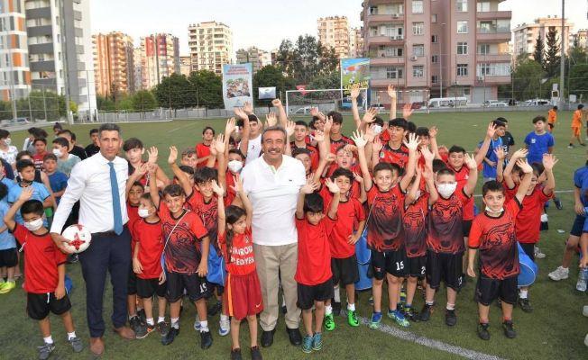 Çukurova'da Yaz Futbol Okulu açıldı