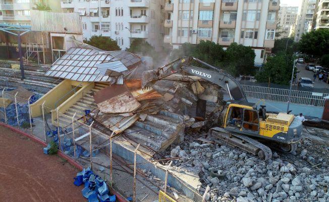 Tarihi 5 Ocak Stadyumu'nda yıkım başladı