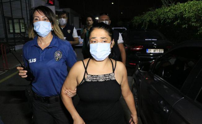 Türk Bayrağını indirip çöp kutusuna atan kadın yakalandı