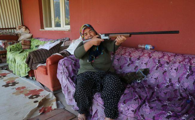 """Yangının ortasında annesiyle kalan kadın: """"Tüfeğim yanımda olsa kendimi öldürecektim"""""""