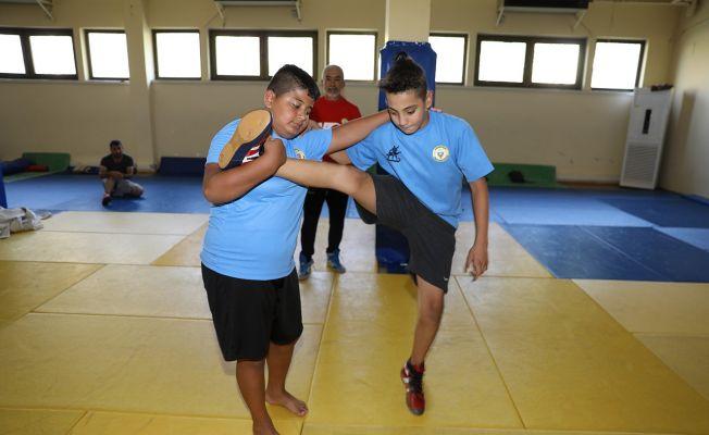 Yüreğir Belediyesi Spor Kulübü'nden 2 güreşçiye milli davet