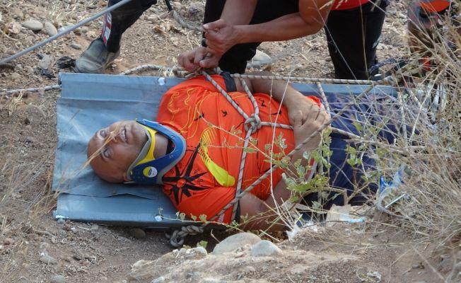 10 metrelik tepeden düşen paraşütçüyü itfaiye ekipleri kurtardı