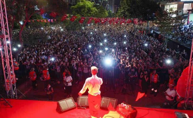 Adana'da on binler 30 Ağustos Zafer Bayramı'nı coşkuyla kutladı