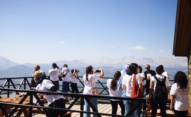 Arka Plandaki Genç Fotoğrafçılar Aladağ'da...